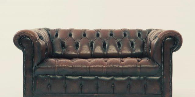 Comment reconnaître un vrai canapé Chesterfield ?