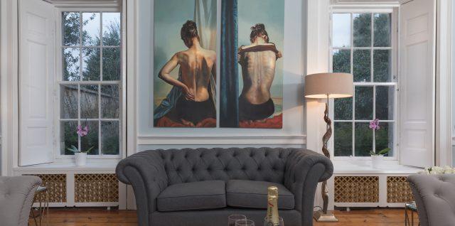 Choisir un canapé Chesterfield en tissu : une bonne idée déco ?